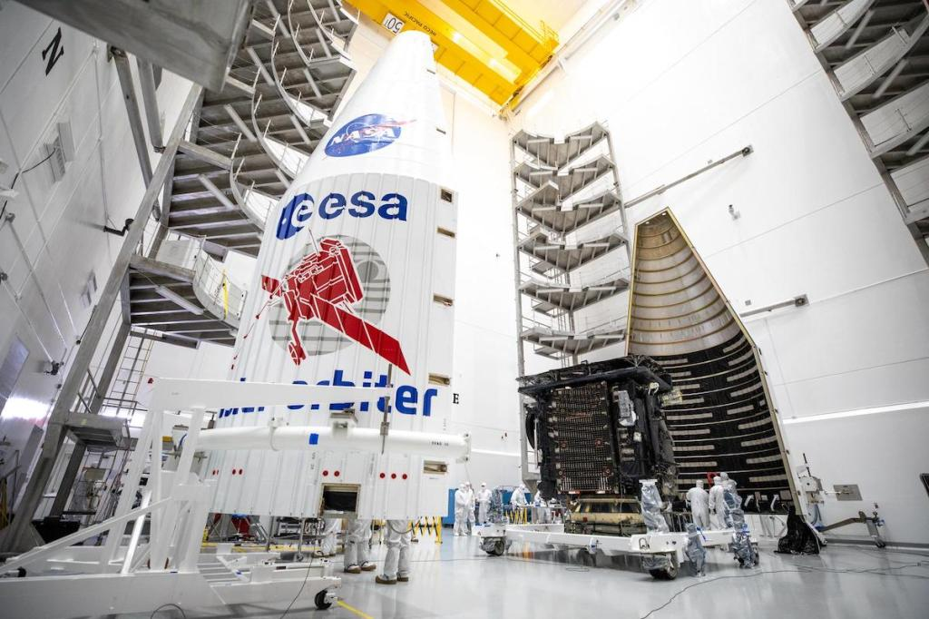 Solar orbiter dentro del cohete Atlas V