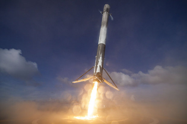 Aterrizaje Falcon 9 Dron